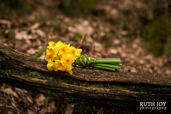 How to bind a simple spring bouquet